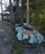 С островов Ладоги вывезли 100 мешков мусора